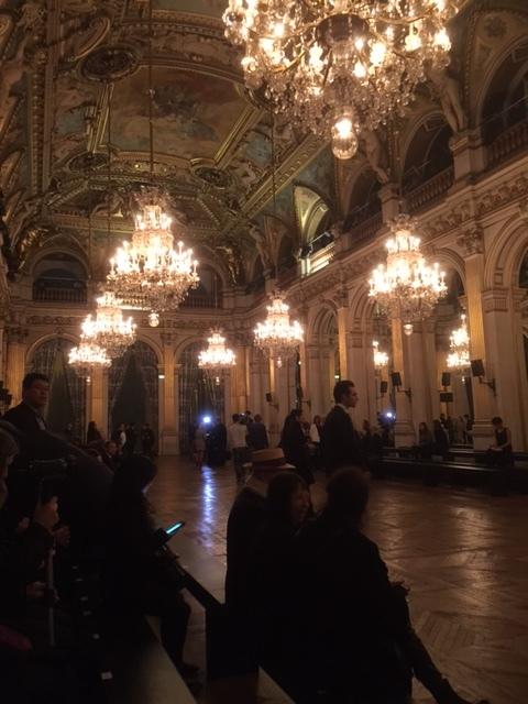 開演前の会場。これが市庁舎とは、さすがはパリ。