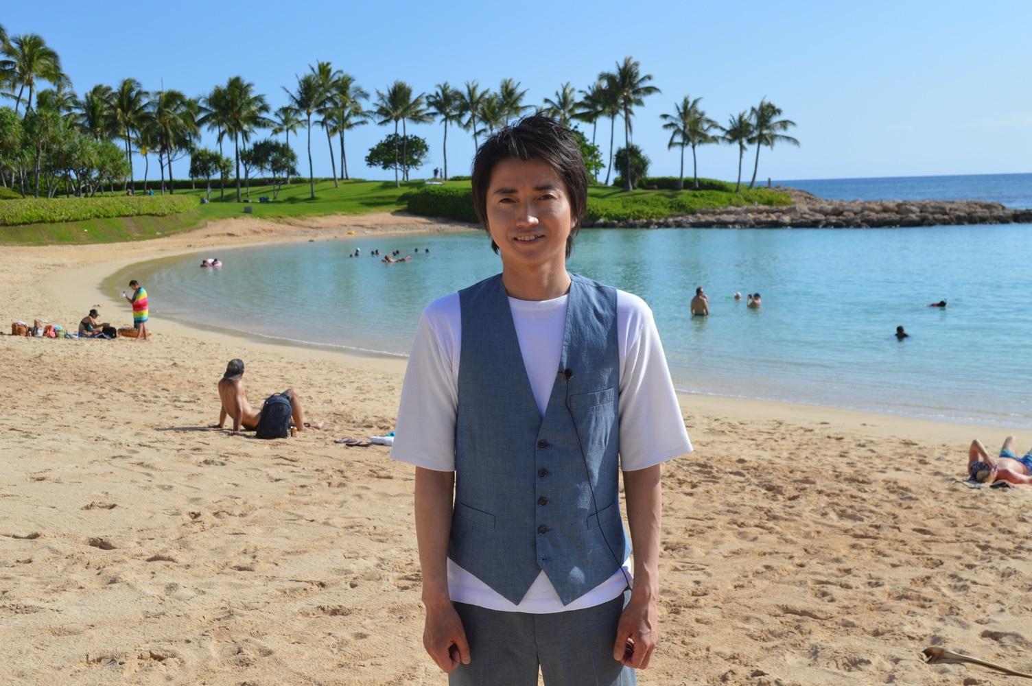 藤原竜也 ハワイの海を背景に