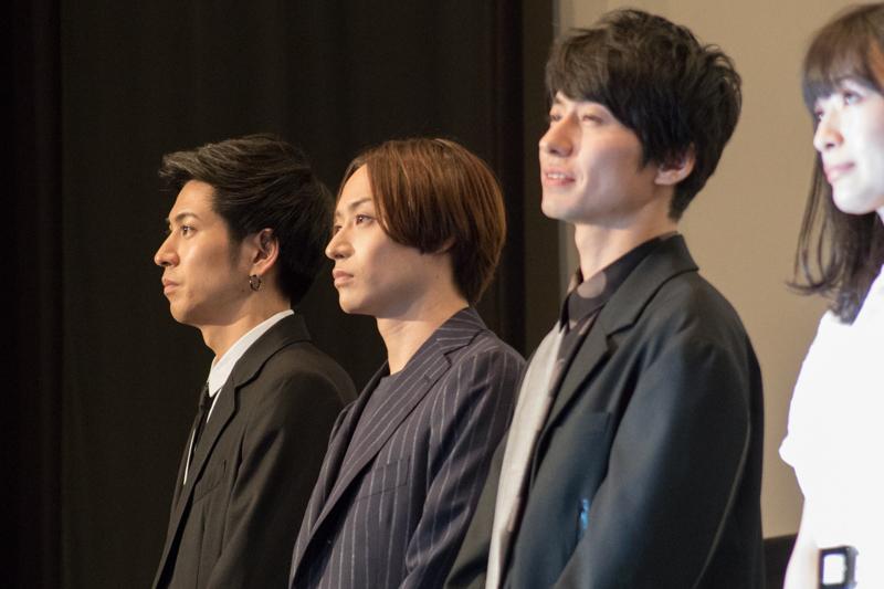 左奥から、井澤勇貴、前山剛久、武田航平、優希美青