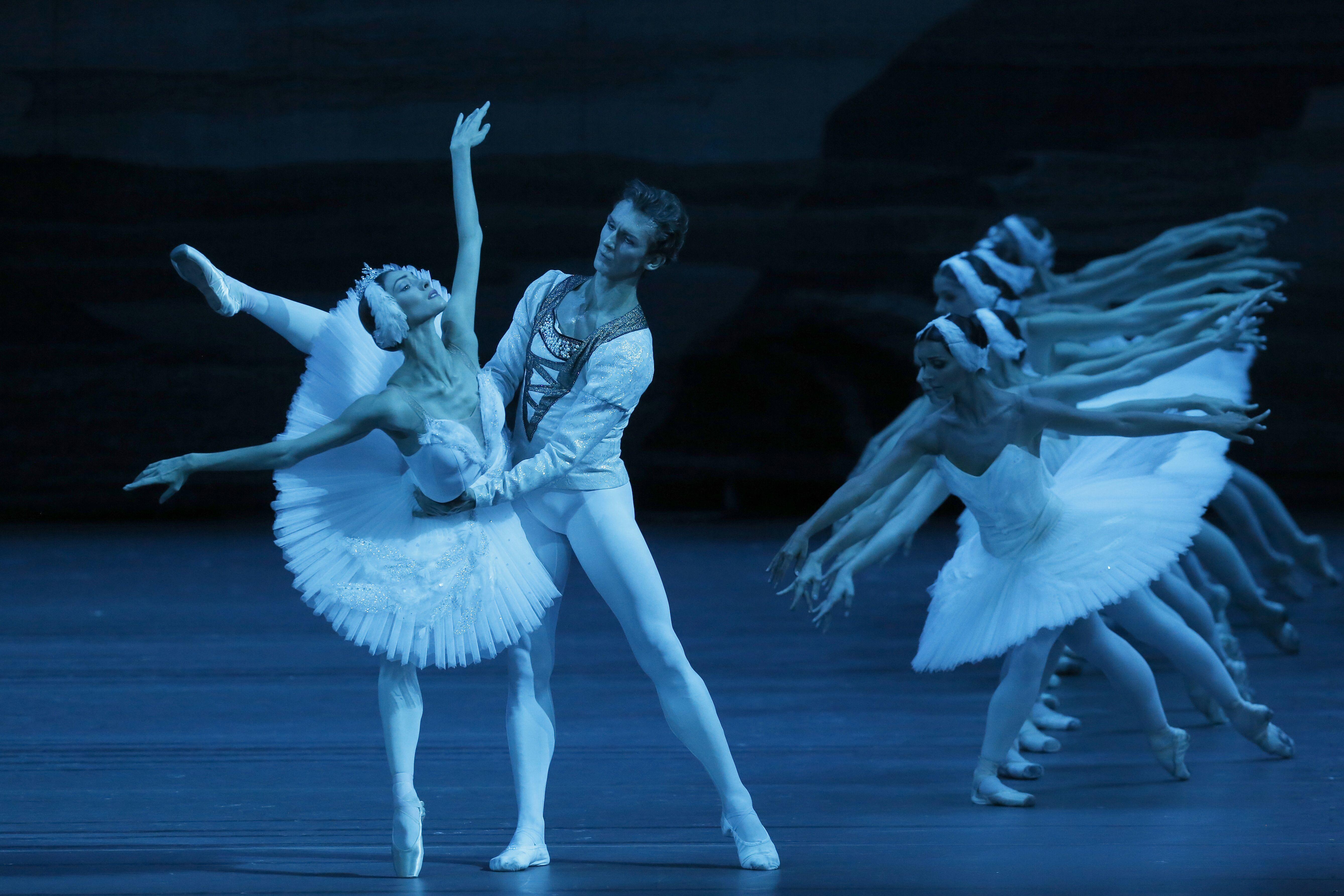『白鳥の湖』(C)Damir Yusupov