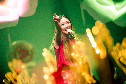 大塚愛のライブにNAKEDが制作したビッグフラワー登場、デビュー14周年は中野サンプラザにて
