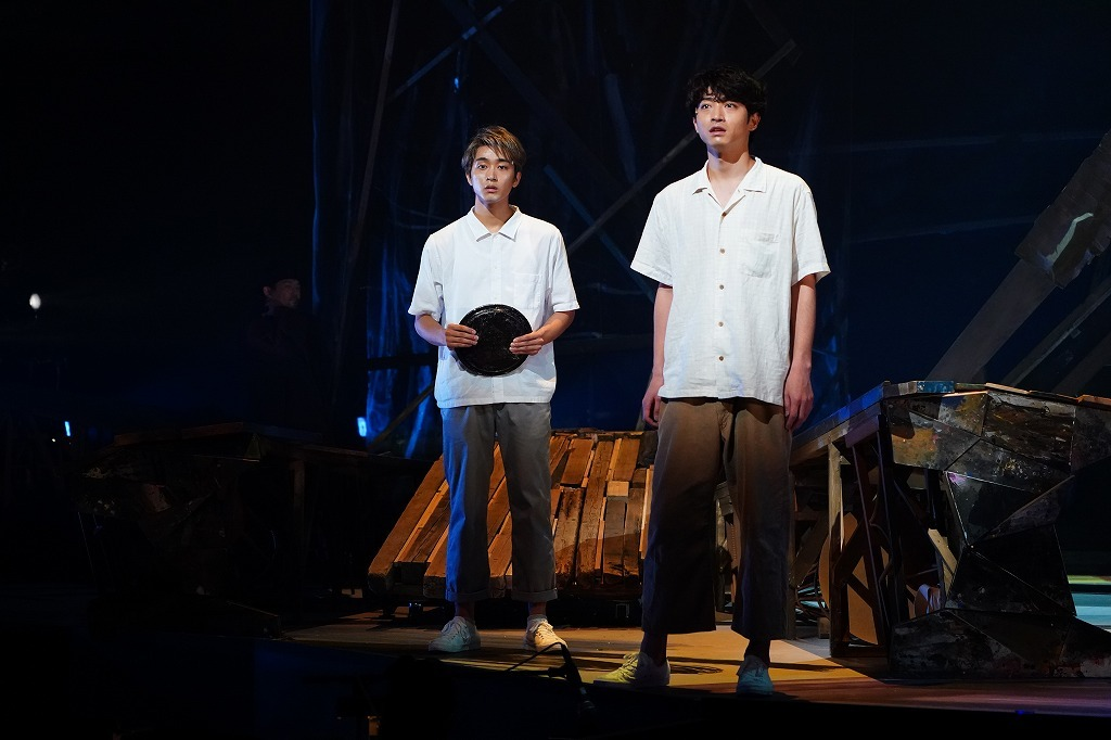 (左から)佐藤寛太 、 木村達成 撮影:中村彰