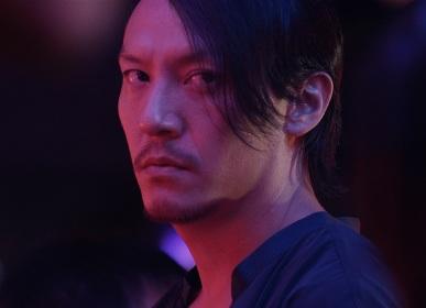 血まみれチャン・チェンに迫りくる十数人のヤクザたち 青柳翔もわずかに登場する映画『MR.LONG /ミスター・ロン』特報映像