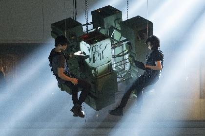 藤原竜也×竹内涼真の連続ドラマ『太陽は動かない』宙づり・爆破・カーアクションありの映像&場面写真を解禁 ストーリーも明らかに