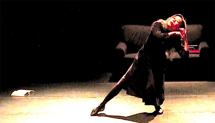 「読書」2018年11月、KARASアパラタス公演より