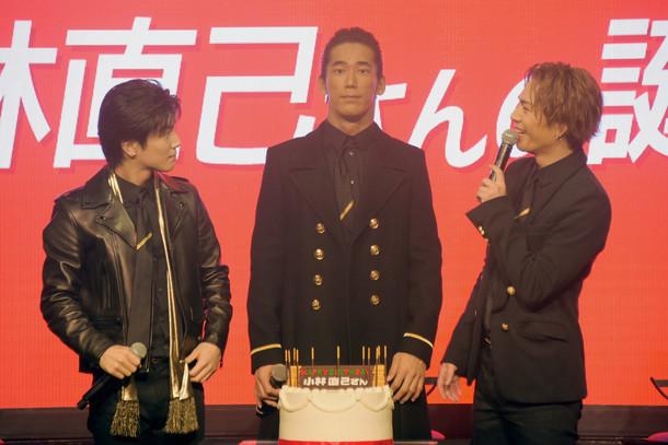 サプライズにふさわしく驚きの表情を作ってみせる小林直己(中央)と岩田剛典(左)、登坂広臣(右)。