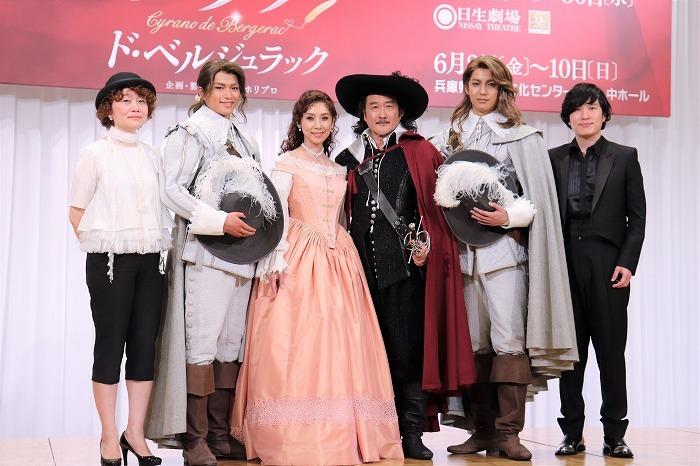 (左から)鈴木裕美、白洲迅、黒木瞳、吉田鋼太郎、大野拓朗、清塚信也