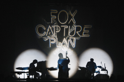 fox capture plan、ホールならではの演出で魅せた『DISCOVERY Release Live』をレポート
