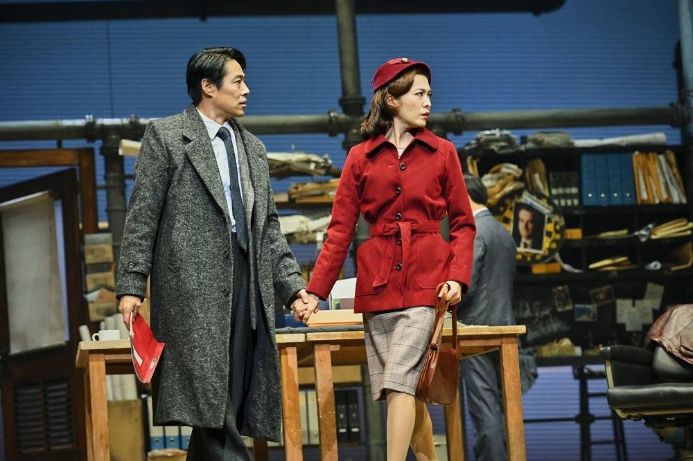 『民衆の敵』舞台写真 撮影:細野晋司