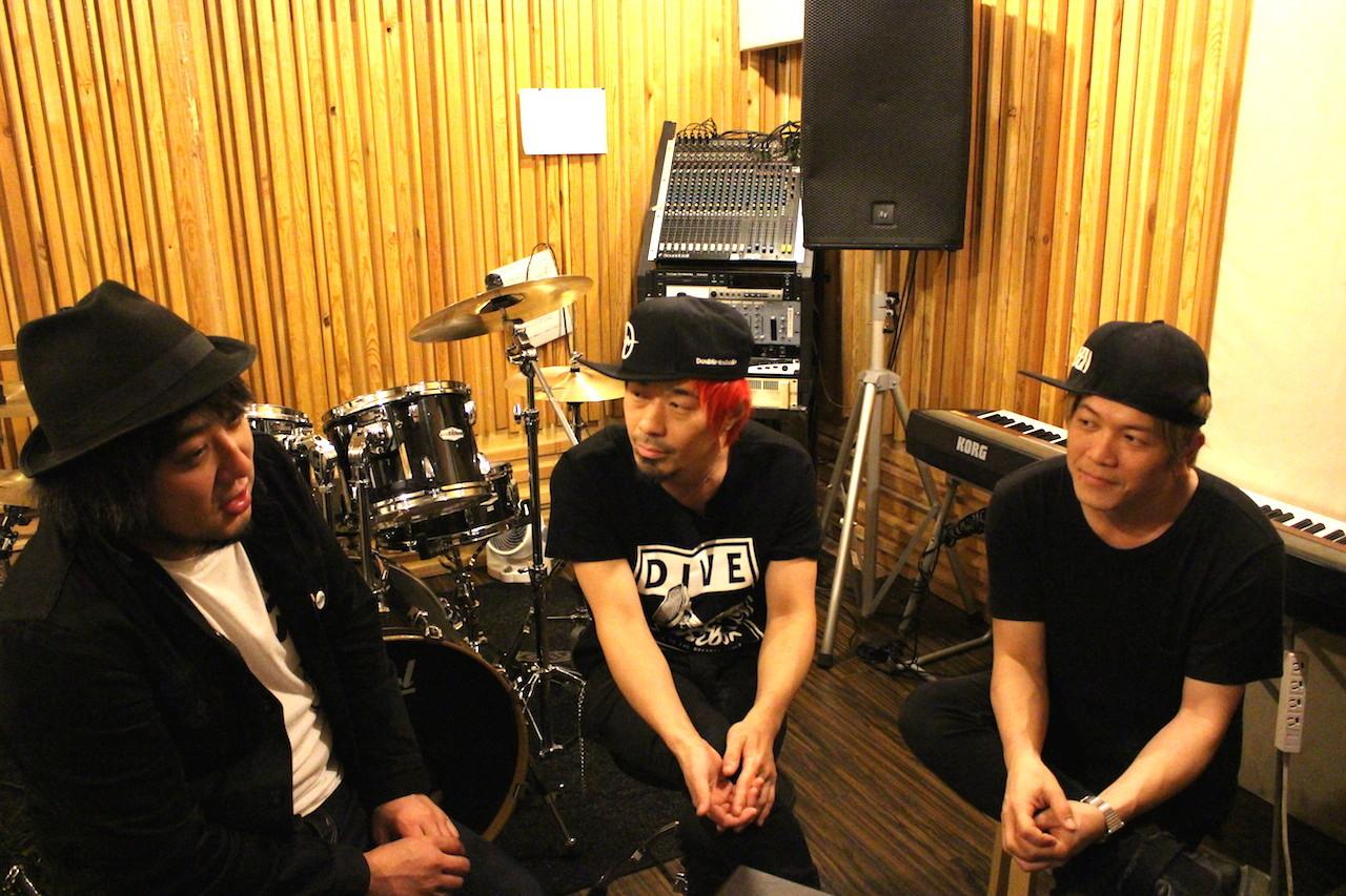 左から、TSUNEHIKO KAJITA、U-tan、TANNY
