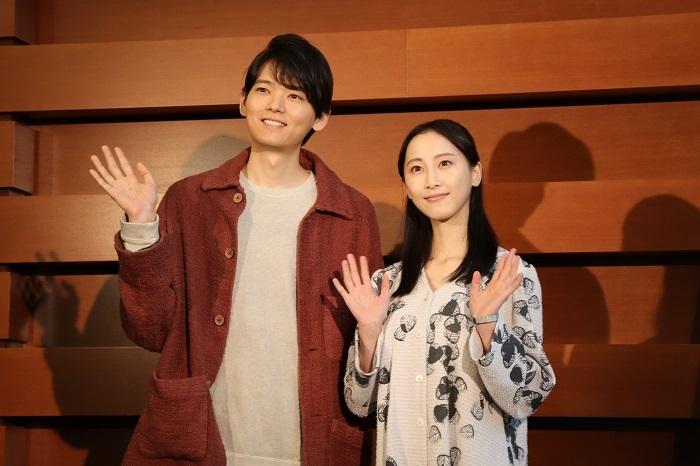 『神の子どもたちはみな踊る』囲み取材 左から古川雄輝、松井玲奈