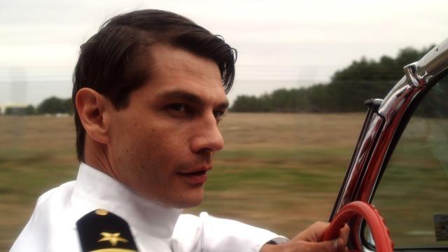 ダン役のトレント・フォード。七三のイケメン 『バーニング・スカイ』
