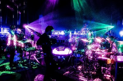 King Gnu、アルバム『CEREMONY』リリース後初のワンマンライブとなった初の配信ライブ公式レポート