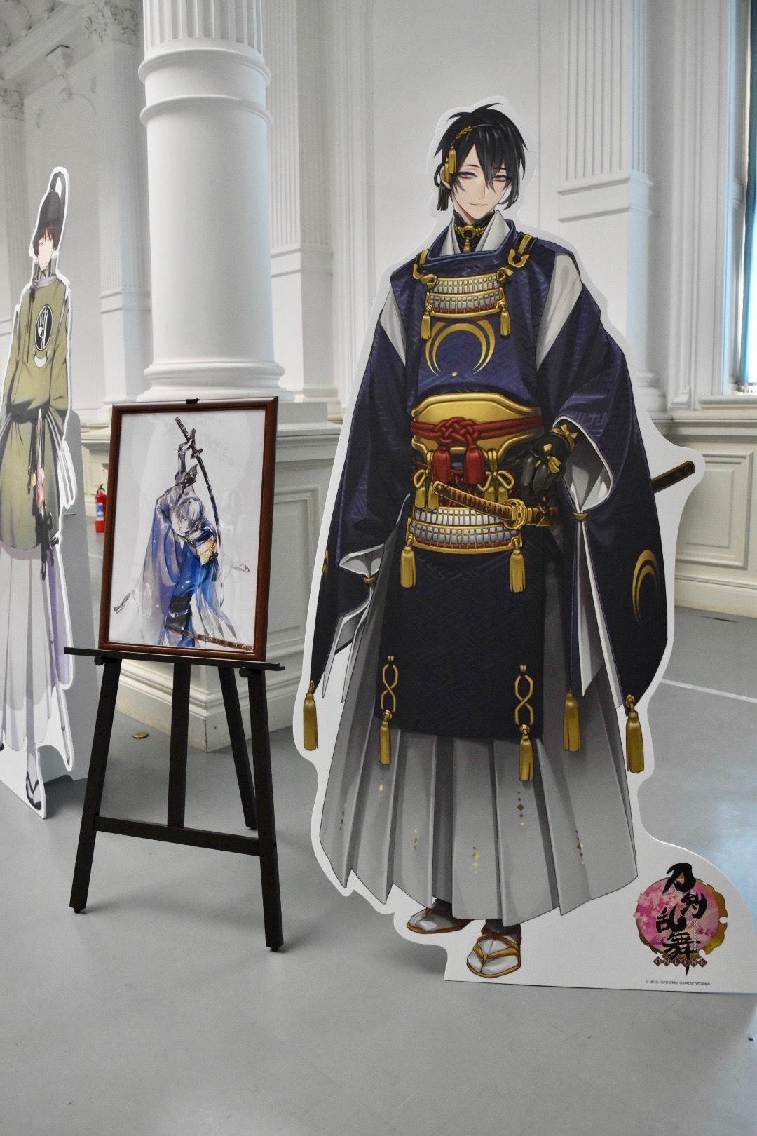 刀剣男士「三日月宗近」等身大パネルと描き下ろしイラスト