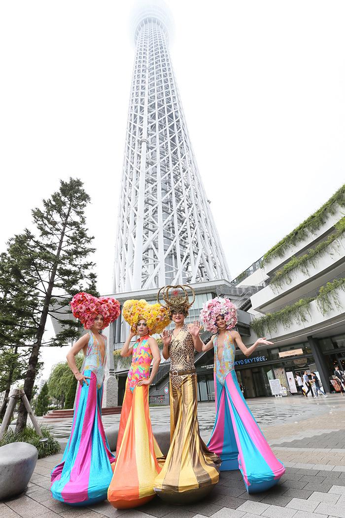 東京スカイツリーと4人のフォルムが似ている?
