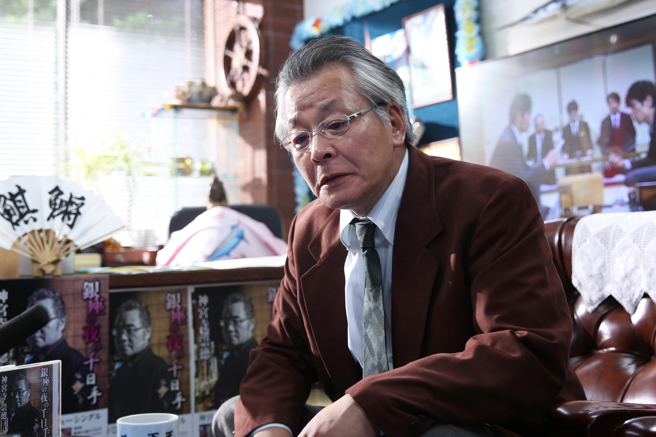 柳原朔太郎(斉木しげる) (C)2017 映画「3月のライオン」製作委員会