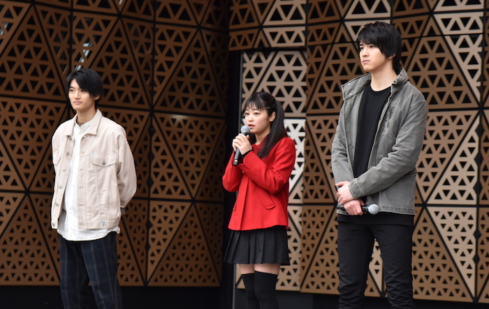 髙橋颯 、吉柳咲良、甲斐翔真(左から)