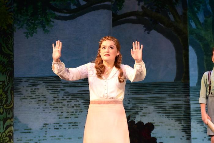 『ファインディング・ネバーランド』の代表曲『Believe』を演じるクリスティン・ドワイヤー
