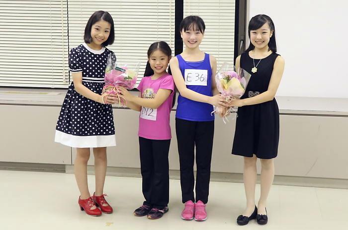 (左から)河内桃子さん、野村里桜さん、会百花さん、池田葵さん