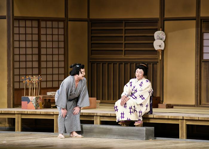 『市松小僧の女』左から市松小僧の又吉=中村鴈治郎、お千代=中村時蔵 (C)松竹