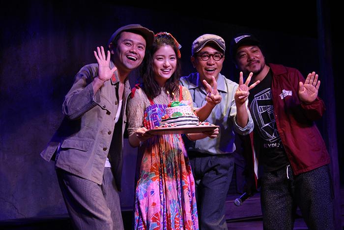 (左から)富岡晃一郎、川島海荷、八嶋智人、福原充則