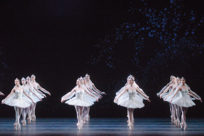 LA BAYADERE. Artists of The Royal Ballet in the 'Kingdom of the Shades' scene.  (c) ROH Tristram Kenton (2013)