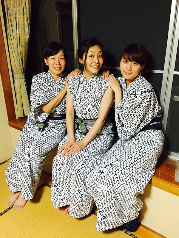 (左より)岩本えり、内田慈、望月綾乃