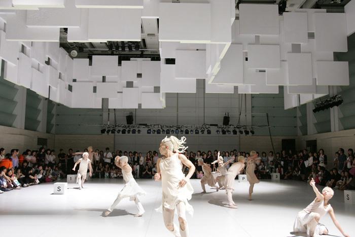 Noism1『SHIKAKU』(2004年) Photo:Kishin Shinoyama