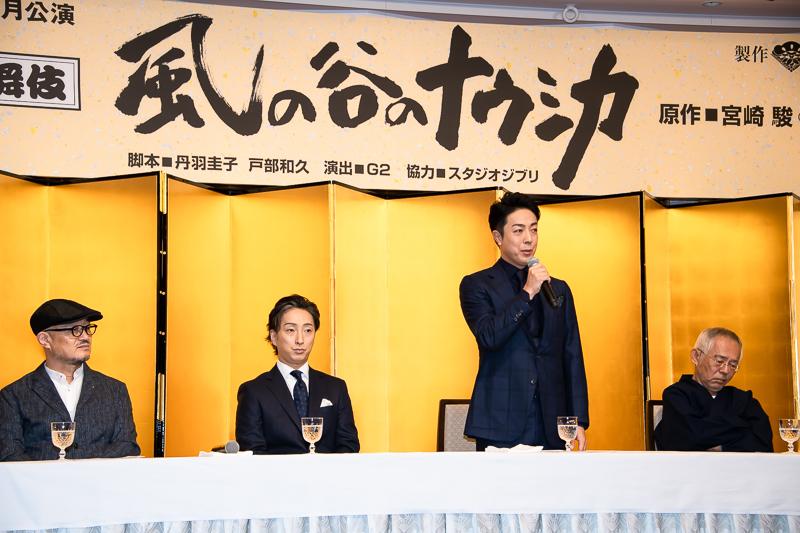 題字は鈴木敏夫によるもの。「歌舞伎の『和』と原作、両方を感じさせる」と菊之助。「風の谷の素敵さとナウシカの力強さを感じた」と七之助。