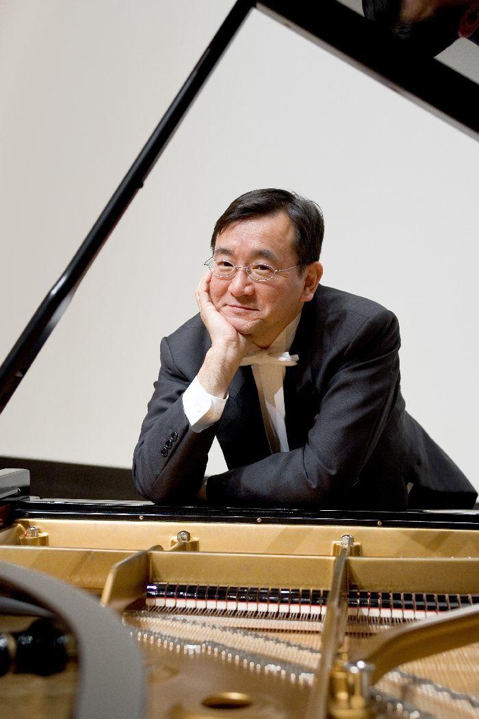 ピアニストの練木繁夫。館長でチェリストの堤剛とトリオ活動もしている (c)大窪道治