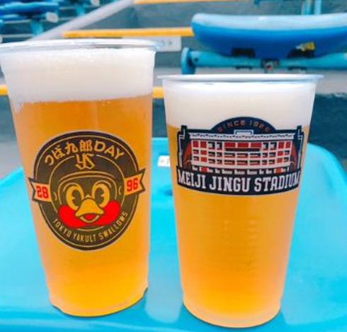 通常より20%以上大きいオリジナルカップの「つば九郎デーカップ生ビール」