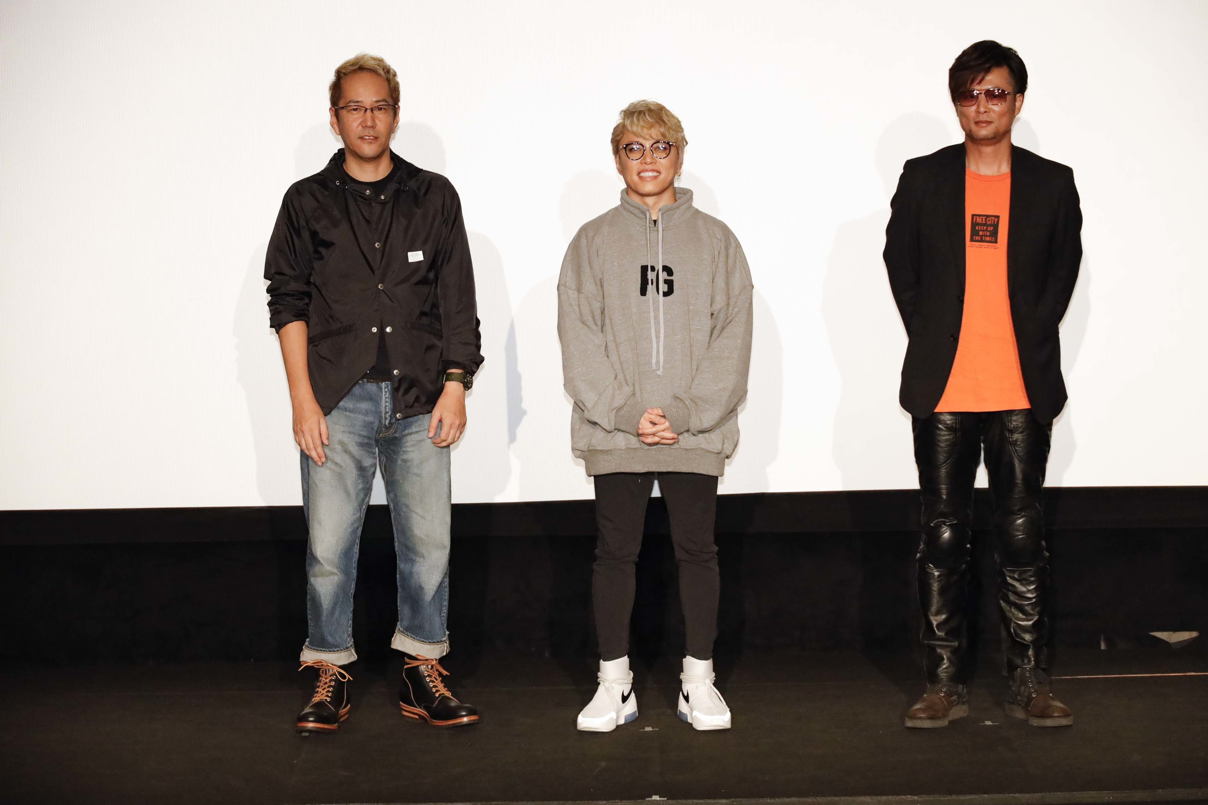 左から、神山健治監督、西川貴教、A.T.氏