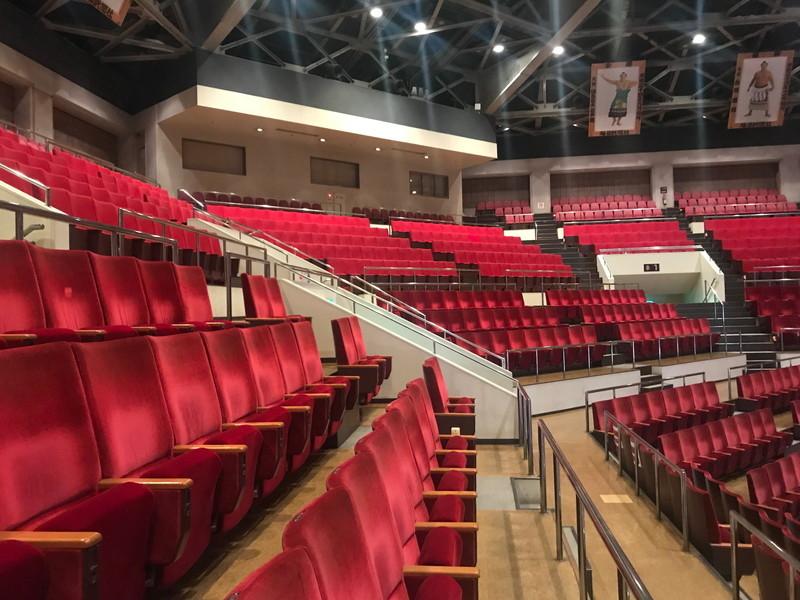 二階指定席も国技館のしっかりとしたシートで楽しんでもらえる