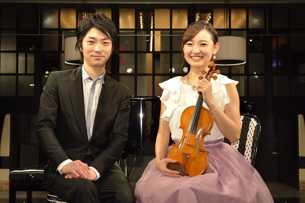 小瀧俊治(ピアノ)、益子侑(ヴァイオリン)