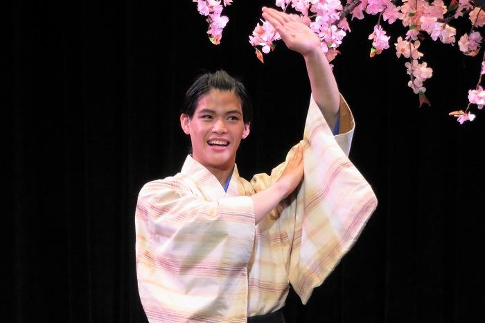 菅田琳寧(日舞を踊る姿を披露!)  撮影=こむらさき