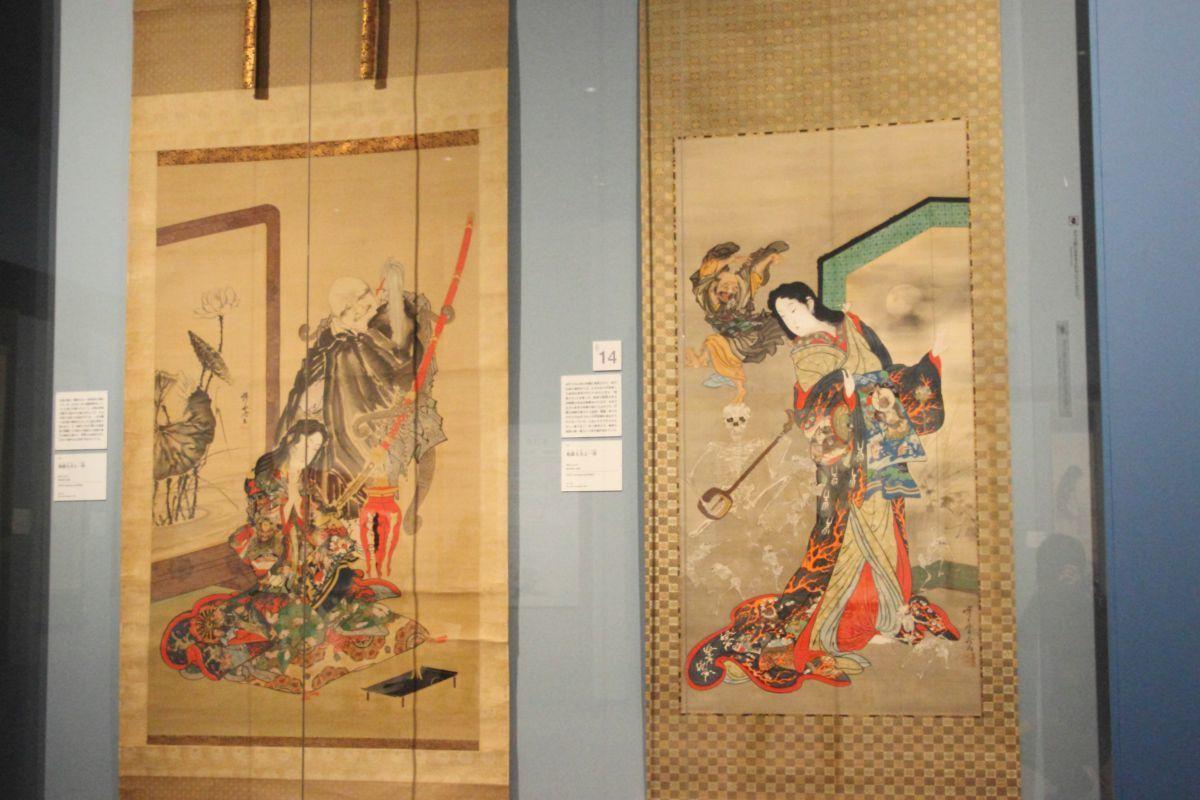 左:《地獄太夫と一休》 明治4-22年 絹本着彩、金泥 右:《地獄太夫と一休》 明治4-22年 絹本着彩、金泥