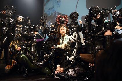 """『デパートメントH 第8回大ゴム祭』レポート フェティッシュやファッション、アートが融合した""""ラバーの祭典"""""""