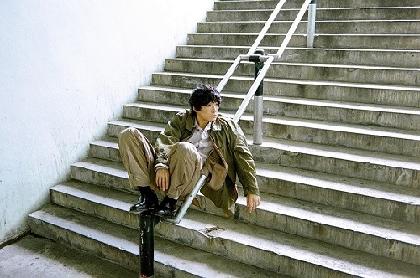 石崎ひゅーい、ドキュメンタリー映画『私は白鳥』の主題歌を担当