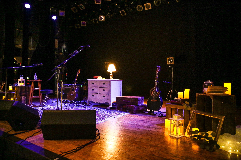 会場内ステージ