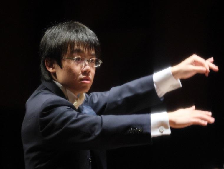 大阪交響楽団正指揮者 太田弦     (C)飯島隆
