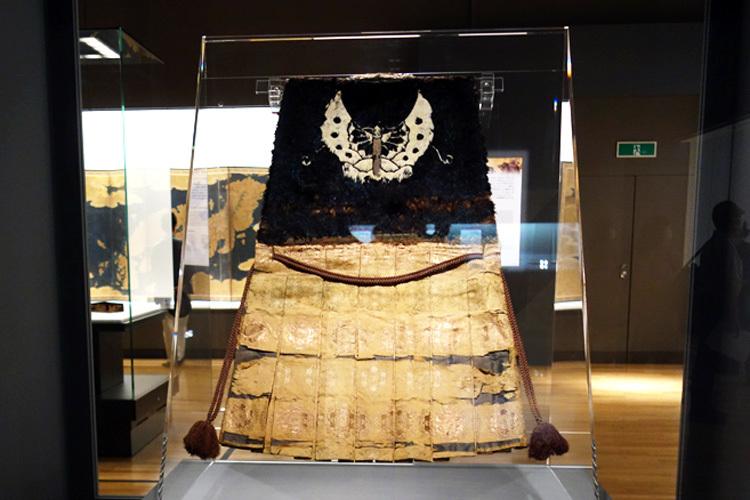 《陣羽織 黒鳥毛揚羽蝶模様》安土桃山時代・16世紀 東京国立博物館(前期展示)