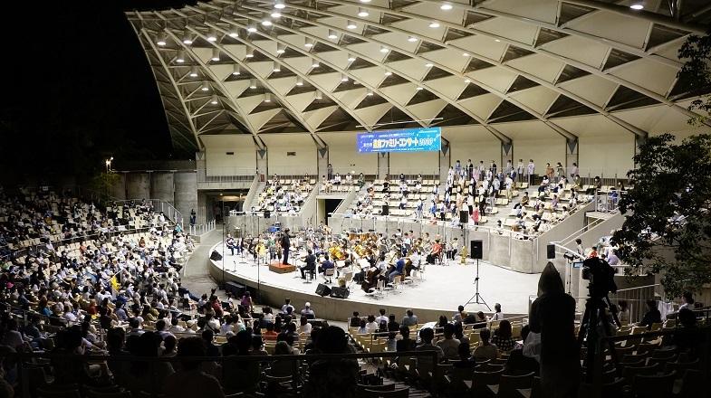 昨年の「星空ファミリーコンサート」(20.8.服部緑地野外音楽堂)  写真提供:日本センチュリー交響楽団