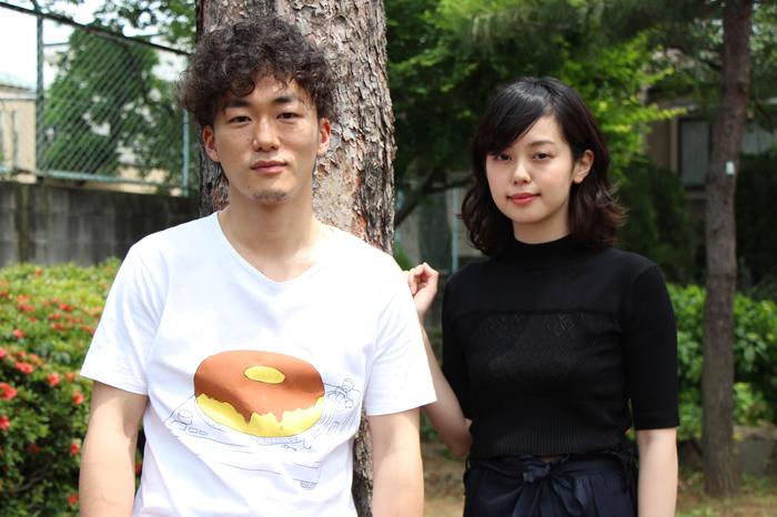(左から)松居大悟、青柳文子