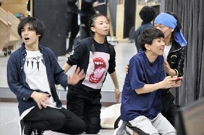 梅棒メンバーが小学生に変身して大騒ぎ! 記念の第10回公演『OFF THE WALL』稽古場に潜入