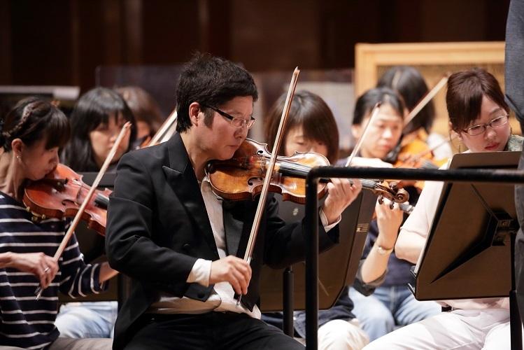 自粛中も毎日ヴァイオリンを弾いていました  (C)飯島隆