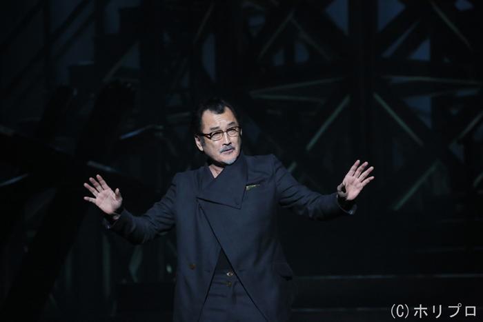 吉田鋼太郎  (舞台写真撮影:宮川舞子)