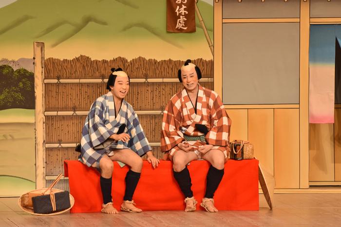 『東海道中膝栗毛』 弥次郎兵衛=松本幸四郎、喜多八=市川猿之助 (C)松竹