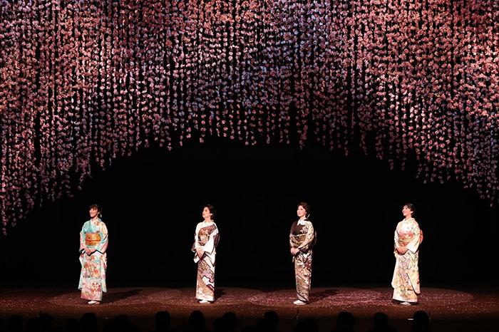 明治座『細雪』 (左から)水夏希・一路真輝・浅野ゆう子・瀬奈じゅん オフィシャル提供