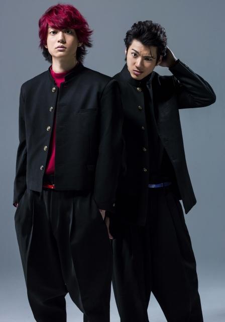 健太郎演じる佐田正樹(左)と山田裕貴演じる合屋厚成(右)