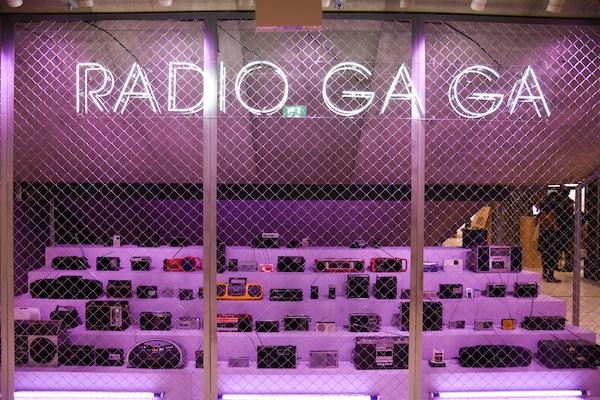 《RADIO GA GA − Radio Installation》